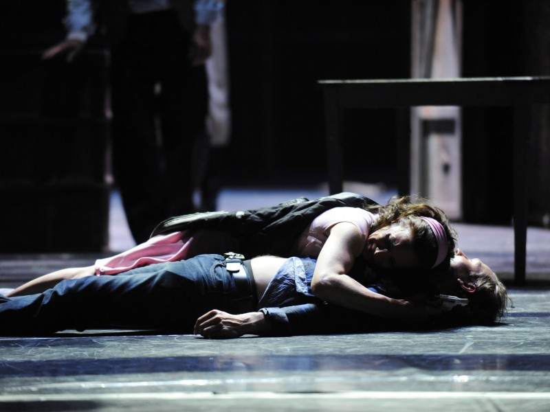 Katja Reichert (Maria), Jesper Tydén (Tony)  in 'West Side Story' (Graz)  © Dimo Dimov