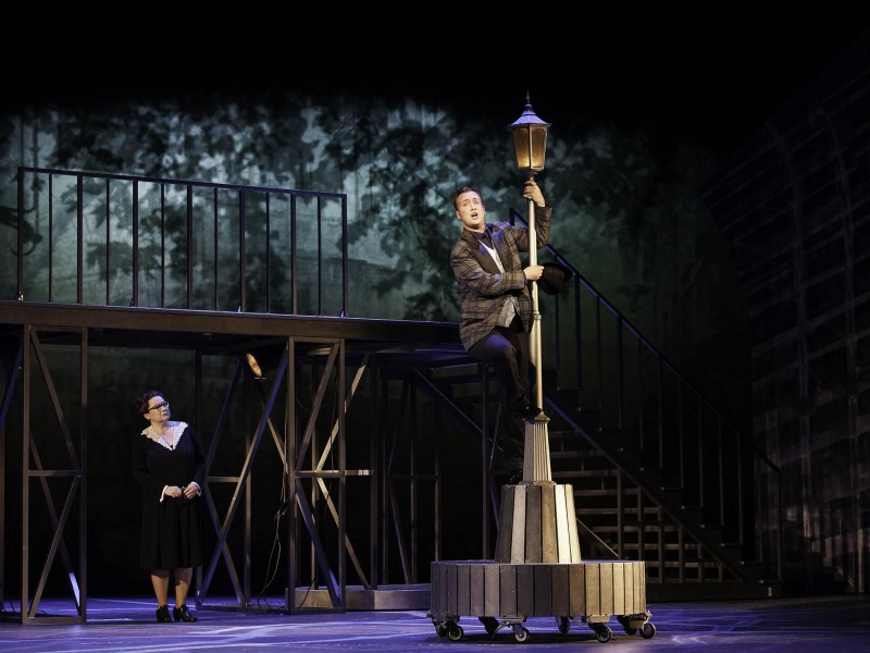Mrs. Pearce (Norma Regelin), Freddy Eynsford-Hill (Michael Müller)   in 'My Fair Lady' (Kiel)  © Theater Kiel