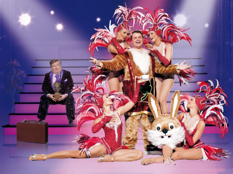 Peter Schlönzke und Showgirls  in 'Kein Pardon' (Düsseldorf)  © Mehr! Entertainment