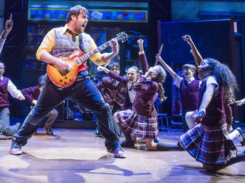 Mitte: David Fynn (Dewey Fynn)  in 'School of Rock' (London)  © Tristram Kenton