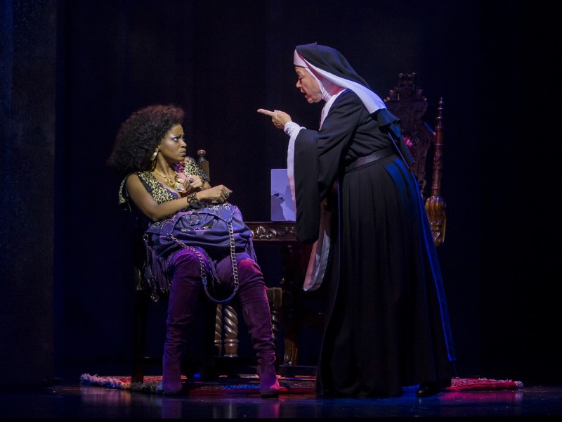 Zodwa Selele, Karin Schroeder  in 'Sister Act' (Stuttgart)  © Stage Entertainment