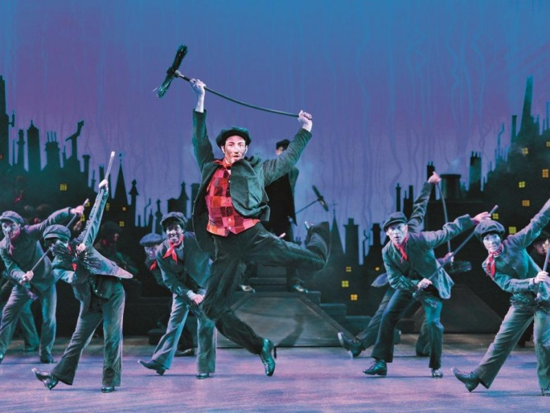 David Boyd, Ensemble  in 'Mary Poppins' (Wien)  © Deen van Meer
