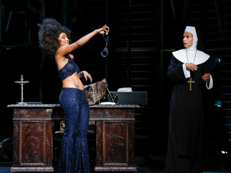 Tertia Botha (Deloris van Cartier), Daniela Dett (Mutter Oberin)  in 'Sister Act' (Linz)  © Barbara Páffy