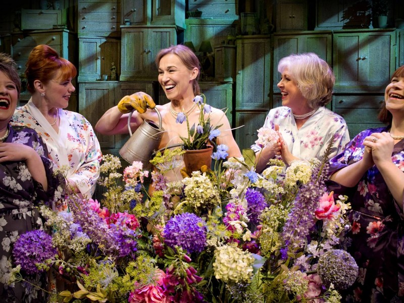 l-r: Claire Machin (Cora), Sophie-Louise Dann (Celia), Joanna Riding (Annie), Claire Moore (Chris), Debbie Chazen (Ruth)  in 'The Girls' (London)  © Matt Crockett, Dewynters