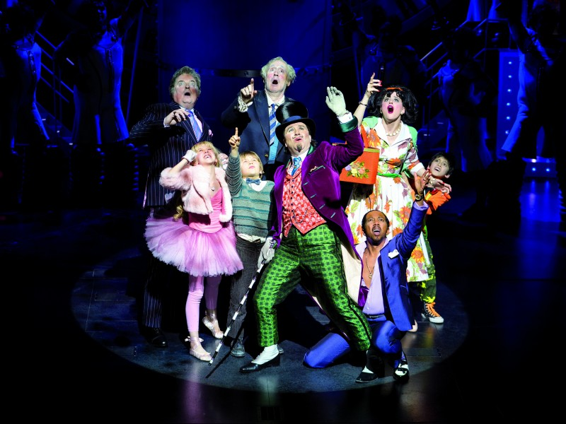 Douglas Hodge (Willy Wonka) and members of the cast  in 'Charlie and the Chocolate Factory' (London)  © Helen Maybanks