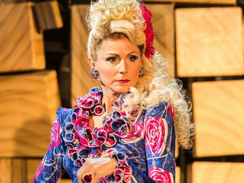 Rebecca Thornhill (Mrs Wormwood)  in 'Matilda - The Musical' (London)  © Manuel Harlan