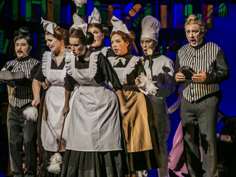 Opernchor des Theaters Ulm  in 'My Fair Lady'  © Jochen Quast