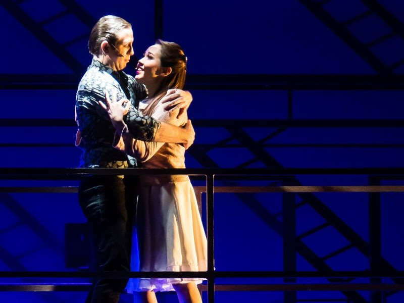 Christopher Hutchinson (Tony), Tina Marie Herbert (Maria)  in 'West Side Story' (Flensburg)  © Schleswig-Holsteinisches Landestheater