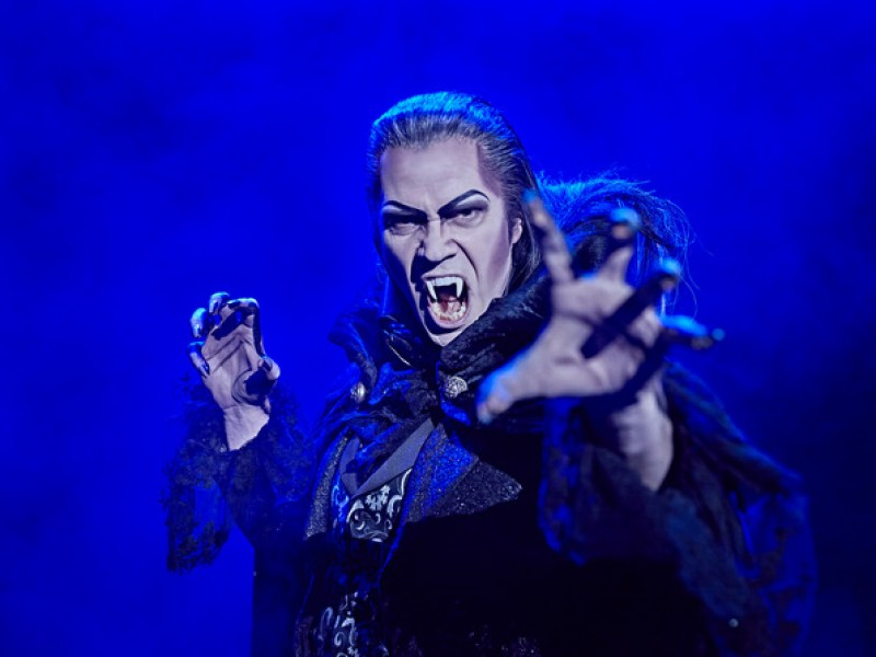 Mathias Edenborn  in 'Tanz der Vampire (2017)' (Stuttgart)  © Stage Entertainment