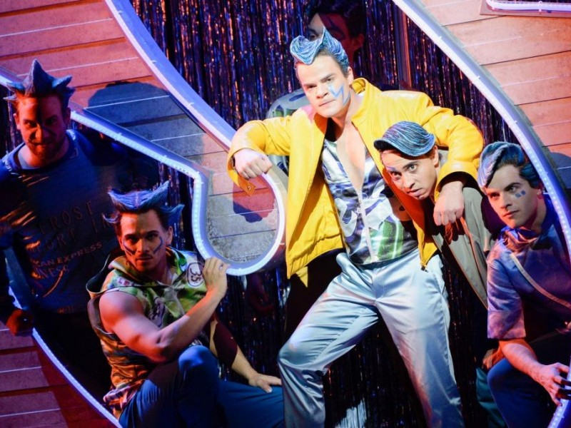Timothy Roller (Action), Victor Rottier (Diesel), Tom Schimon (Riff), Manuel Dengler (Baby John), Jan Rogler (Big Deal)  in 'West Side Story' (Kassel)  © N. Klinger