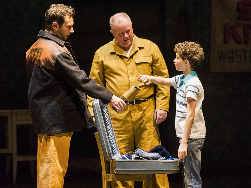 l-r: Scott Garnham (Tony), Martin Walsh (Dad), Adam Abbou (Billy Elliot)  in 'Billy Elliot' (Hamburg)  © Alastair Muir