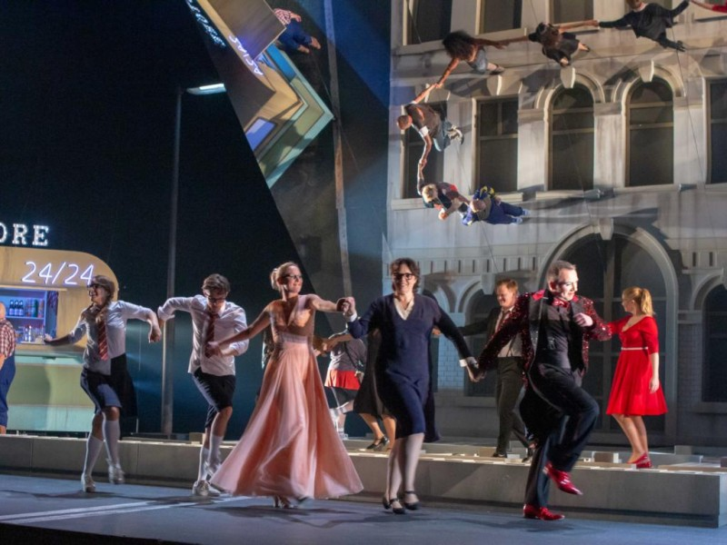 Ensemble  in 'Street Scene'  © Oliver Berg, Theater Münster