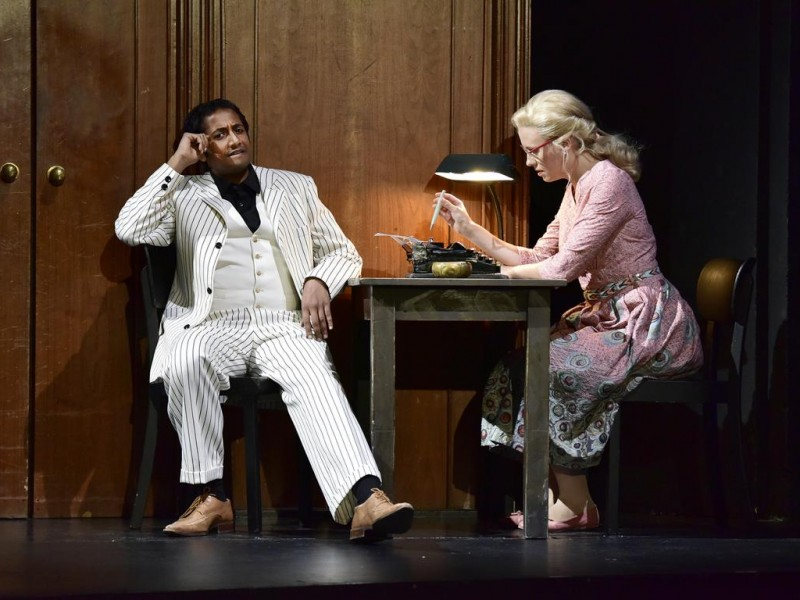 Vikrant Subramanian (Joe Gillis), Patrizia Häusermann (Betty Schaefer)  in 'Sunset Boulevard' (Bremerhaven)  © Manja Herrmann