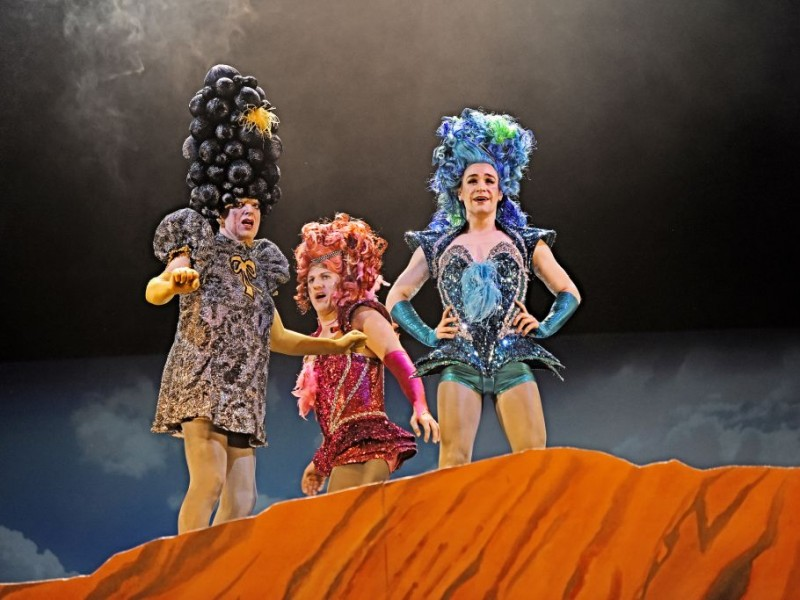 Erwin Windegger, Armin Kahl, Michael Heller   in 'Priscilla - Queen of the Desert' (St. Gallen)  © Andreas J. Etter