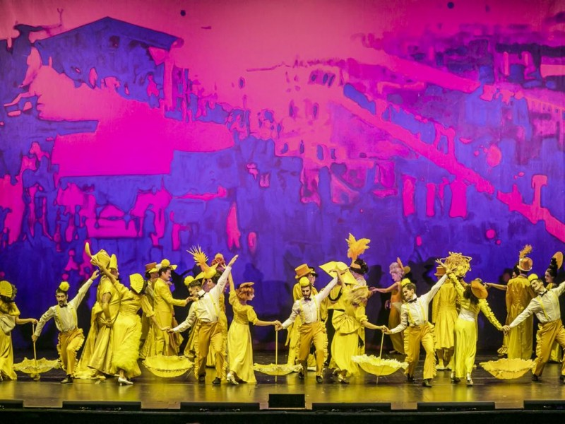 Opernchor des Theaters Ulm, Balletcompagnie des Theaters Ulm  in 'My Fair Lady'  © Jochen Quast