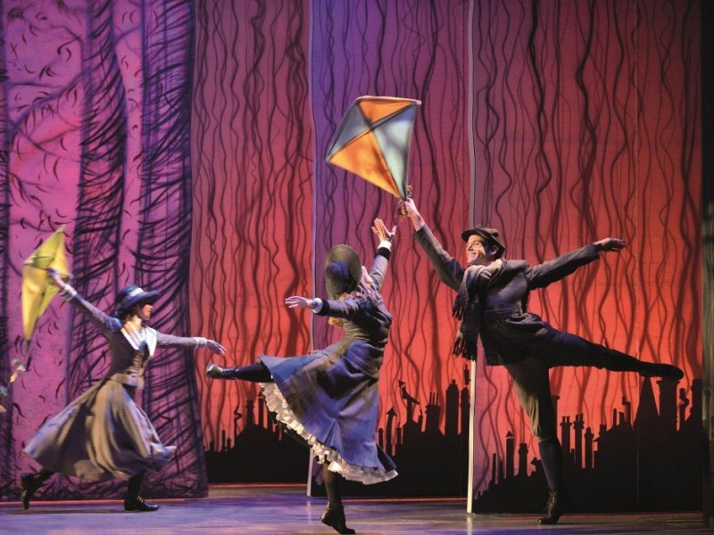Ensemble  in 'Mary Poppins' (Wien)  © Deen van Meer