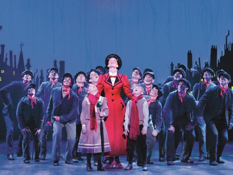 Annemieke van Dam, Ensemble  in 'Mary Poppins' (Wien)  © Deen van Meer