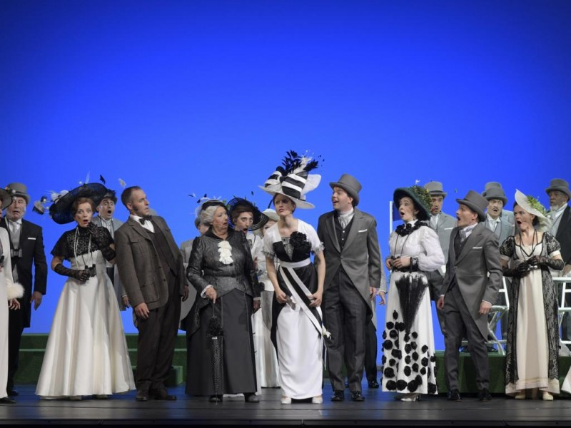 Vera Freese (Lady Boxington), Alexancer Franzen (Professor Henry Higgins), Theresa Christahl (Eliza Doolittle), Lorin Wey (Freddy Eynsford-Hill), Kai Hufnagel (Oberst Hugh Pickering)  in 'My Fair Lady' (Bielefeld)  © Bettina Stöß