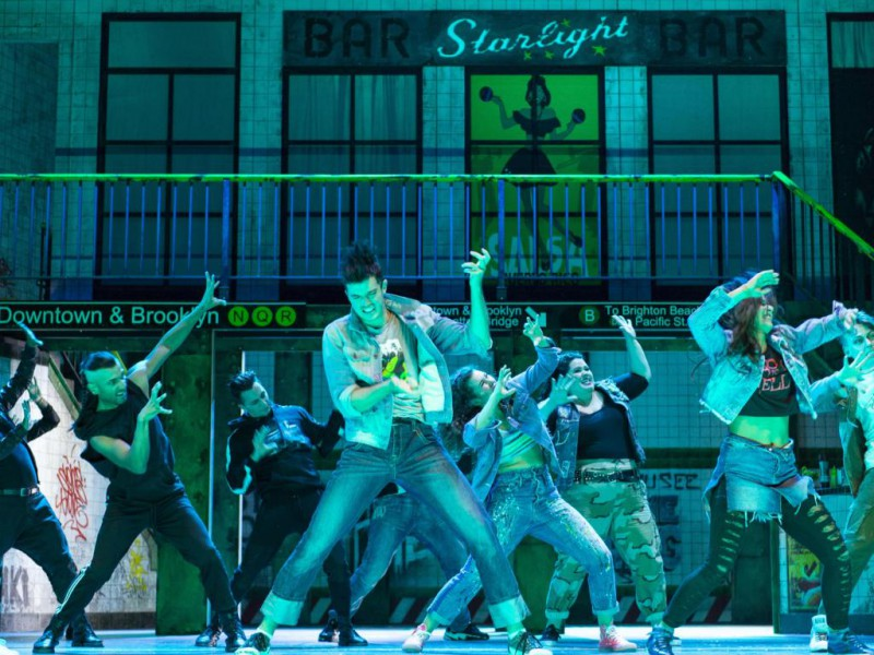Lucas Baier (Riff),Ensemble  in 'West Side Story' (Bonn)  © Thilo Beu