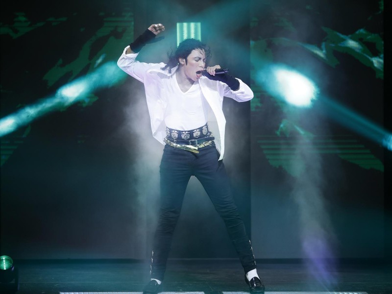 Dantanio Goodmann (erwachsener Michael Jackson)  in 'Beat it!' (Berlin)  © Franziska Krug, GettyImages
