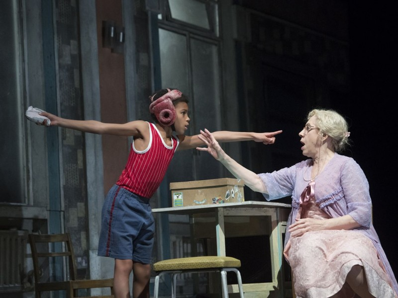 Emile Gooding (Billy Elliot), Andrea Miller (Grandma)  in 'Billy Elliot' (Hamburg)  © Alastair Muir
