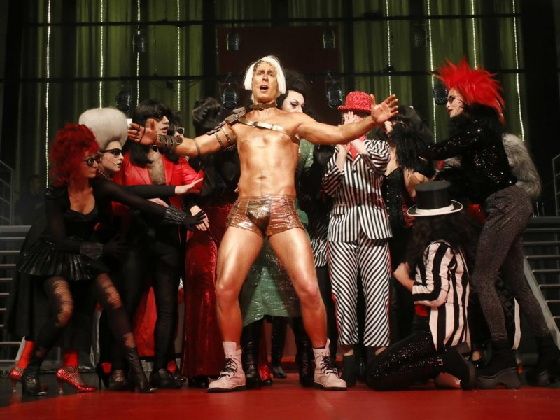 Marvin Rehbock (Rocky), Ensemble  in 'The Rocky Horror Show' (Greifswald)  © Vincent Leifer