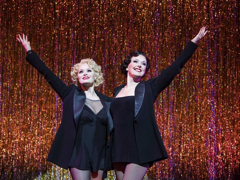 Sarah Soetaert (Roxie Hart), Josefina Gabrielle (Velma Kelly)  in 'Chicago' (London)  © Tristram Kenton