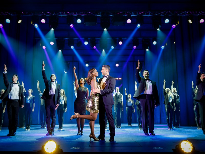 Aisata Blackman, Jadran Malkovich, Ensemble  in 'Bodyguard - Das Musical' (Stuttgart)  © Stage Entertainment (Jan Potente)