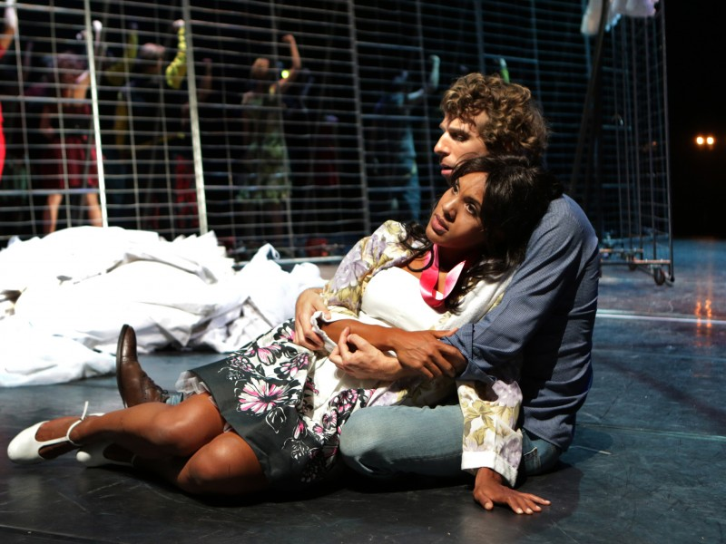 Julian Culemann (Tony) und Natasha Young (Maria)  in 'West Side Story' (Pforzheim)  © Sabine Haymann