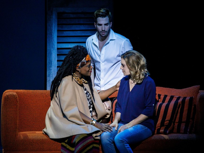 Marion Campbell (Oda Mae), Roberta Valentini (Molly), Riccardo Greco (Sam)  in 'Ghost - Das Musical' (Hamburg)  © Stage Entertainment / Morris Mac Matzen