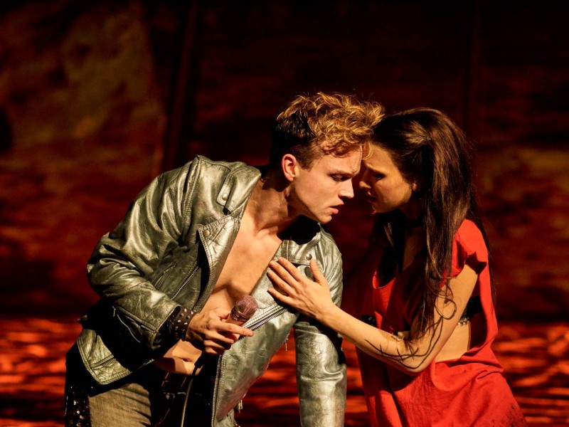Robin Reitsma, Sarah Kornfeld  in 'Bat Out Of Hell' (Oberhausen)  © Stage Entertainment
