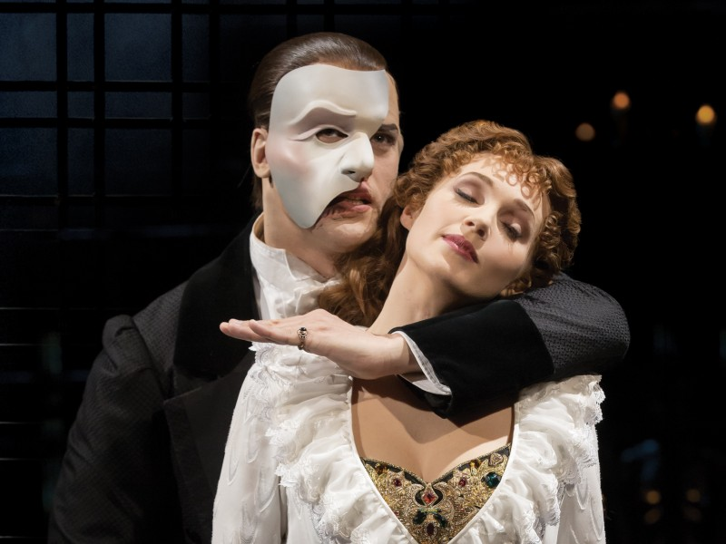 Geronimo Rauch als Phantom, Harriet Jones als Christine  in 'The Phantom of the Opera' (London)  © Johan Persson