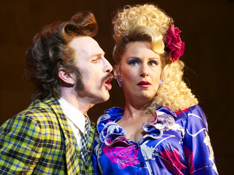 Paul Kaye (Mr Wormwood), Josie Walker (Mrs Wormwood)  in 'Matilda - The Musical' (London)  © Manuel Harlan