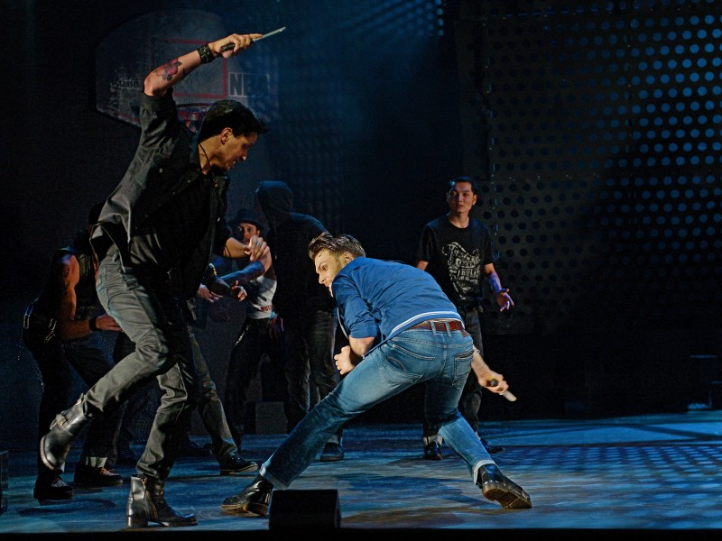Jurriaan Bles (Bernardo), Jörn-Felix Alt (Riff)  in 'West Side Story' (St. Gallen)  © Andreas J. Etter
