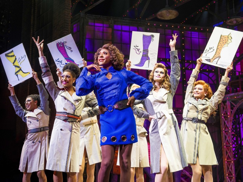 Matt Henry (Lola) und Angels  in 'Kinky Boots' (London)  © Matt Crocket