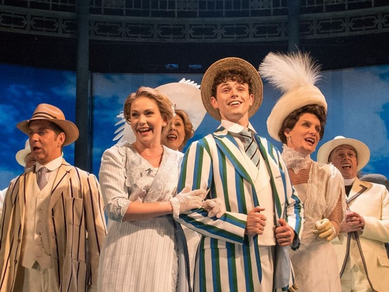 Emma Williams (Helen Walsingham), Charlie Stemp (Arthur Kipps), Ensemble  in 'Half a Sixpence' (London)  © Manuel Harlan