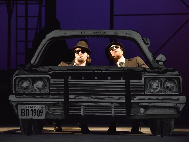 Jakob Tögel (Elwood Blues), Henning Bäcker (Jake Blues)  in 'Blues Brothers' (Bremerhaven)  © Manja Herrmann