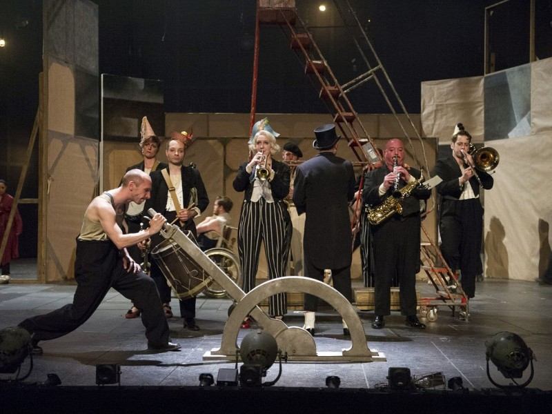 The Musicians  in 'The Threepenny Opera' (London)  © Richard H. Smith