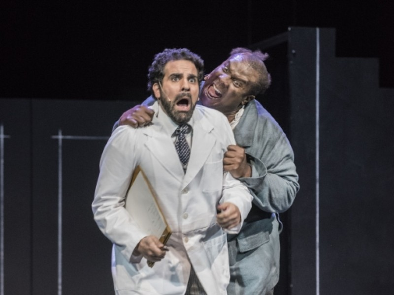 Manos Kia (Dr. Jack Seward), Marvin Scott (Renfield)  in 'Dracula (Wildhorn)' (Nordhausen)  © Roland Obst