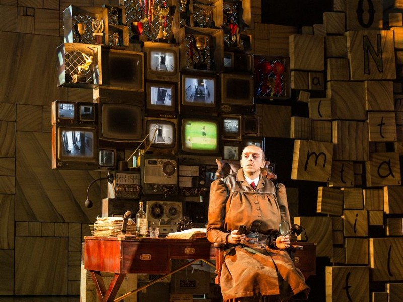 Craige Els (Miss Trunchbull)  in 'Matilda - The Musical' (London)  © Manuel Harlan