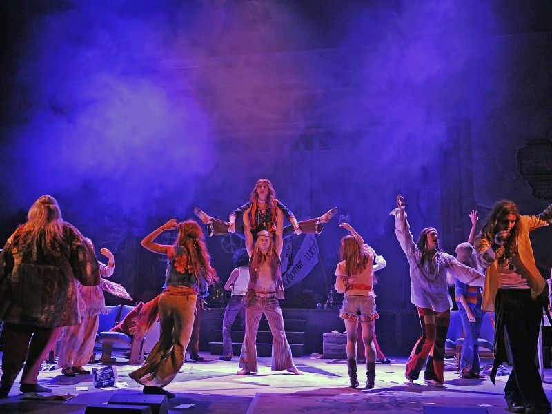 Ensemble  in 'Hair' (Hildesheim)  © Andreas Hartmann