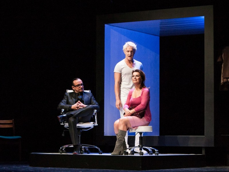 l-r: Tim Grobe, Elias Krischke, Carolin Fortenbacher  in 'Fast normal - Next to Normal' (Hamburg)  © Bo Lahola