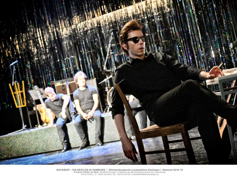 Timo Beyerling (Pete Best), Benjamin Janssen (Paul McCartney), vorn: Daniel Großkämper (Stuart Sutcliffe)   in 'Backbeat' (Esslingen)  © Patrick Pfeiffer