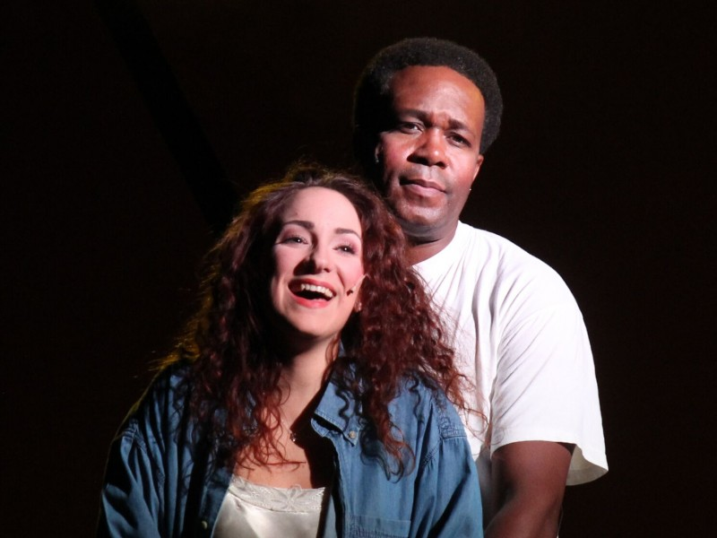 Kara Kemeny (Nina), David B. Whitley (Benny)   in 'In den Heights von New York' (Hagen)  © Klaus Lefebvre